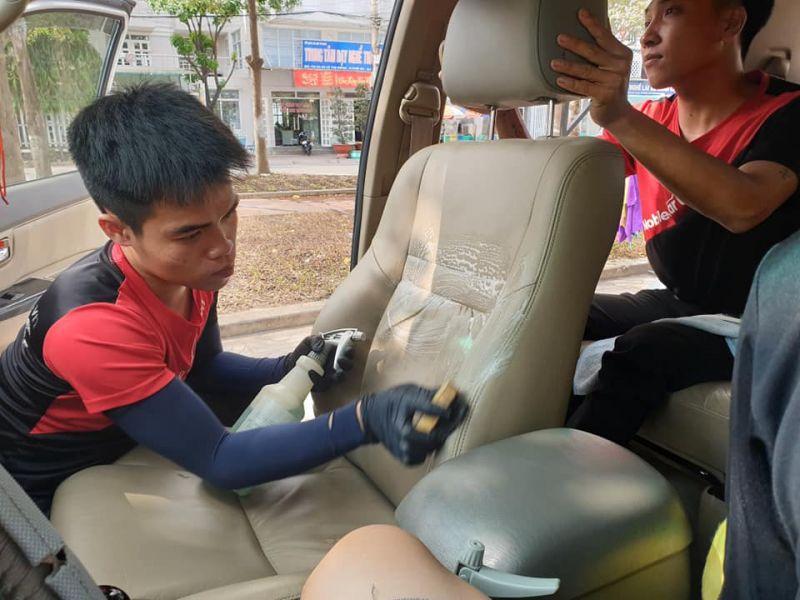 Chăm sóc nội thất xe hơi