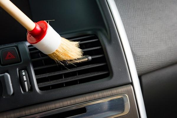 Cách vệ sinh máy lạnh ô tô đơn giản