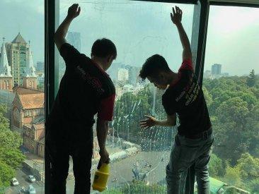 Dán film cách nhiệt chống nóng nhà kính